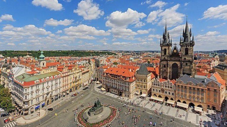 Por qué Debería Visitar Praga Viajando Solo